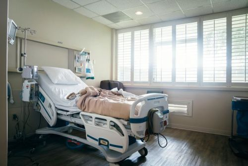 Suspected cases of mysterious paralyzing illness up to 155, CDC says