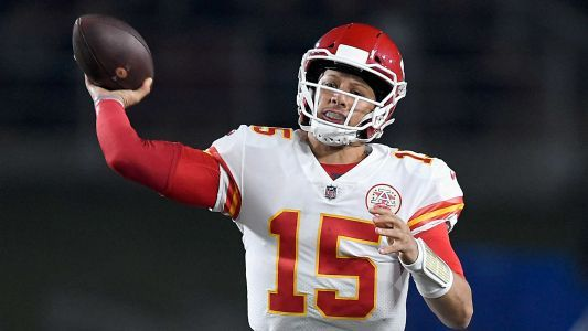 Even in defeat vs. Rams, Chiefs' Patrick Mahomes earns notch in gunslinger belt