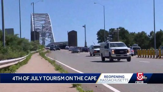 Tourists flock to Cape for holiday weekend