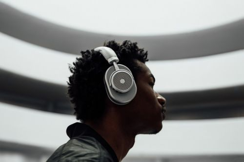 Kevin Durant Ups the Luxury on the Master & Dynamic MW65 Noise-Cancelling Headphones