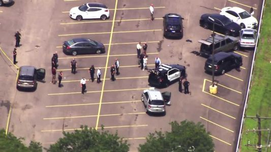 Officer shot, suspect dead after incident at Ross Township shopping center