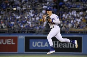 Hernandez single in 9th lifts Dodgers over Blue Jays 3-2