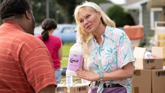 In 'On Becoming a God in Central Florida,' Kirsten Dunst Wears Vintage Levi's, Bongo, and a $10 Hawaiian Shirt