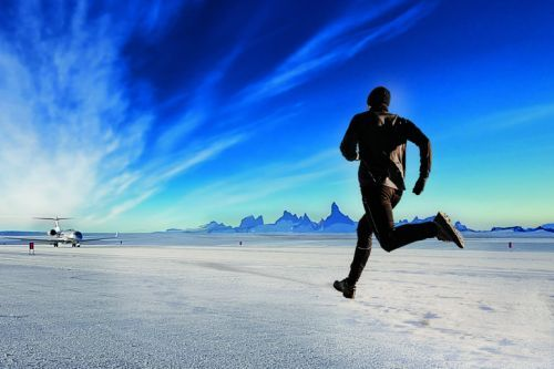 If you don't finish this Antarctic marathon in time, you're left behind