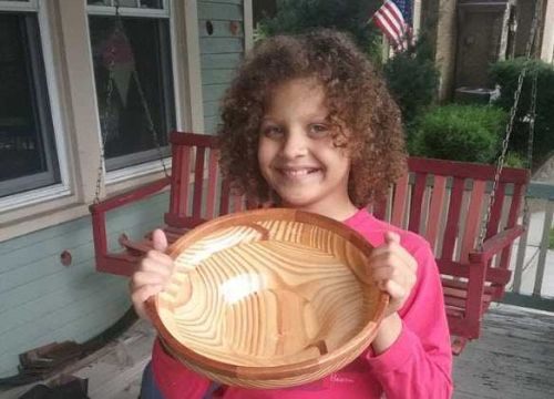 10-year-old holding bake sale to replace sink broken by vandals at Golf Manor park