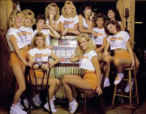 Hooters Girl Alumnae Eat Free to Celebrate Hooters 35th Anniversary