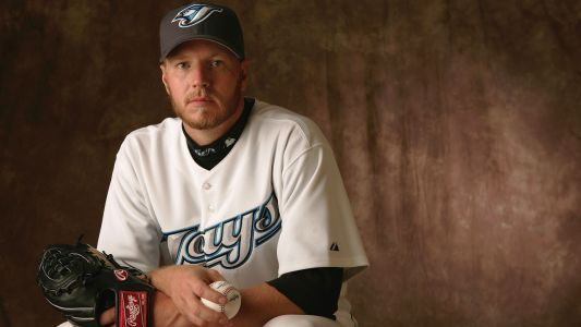 Blue Jays pay tribute to late Roy Halladay with moving pregame ceremony