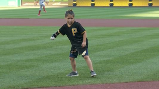 8-year-old girl with robotic hand on mission to throw first pitch at every Major League ballpark