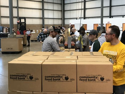Food Bank Providing Emergency Boxes to Federal Workers Impacted by Partial Government Shutdown