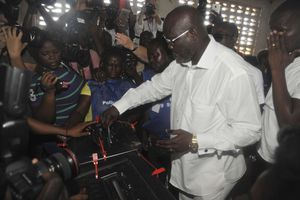 Weah takes early lead in Liberia election's first results