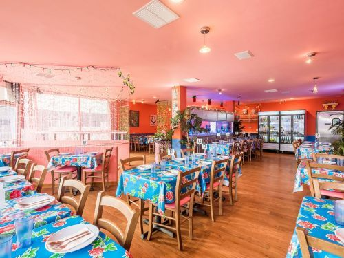 Buy the Vibrant Tablecloths Brightening Up Restaurant Dining Rooms