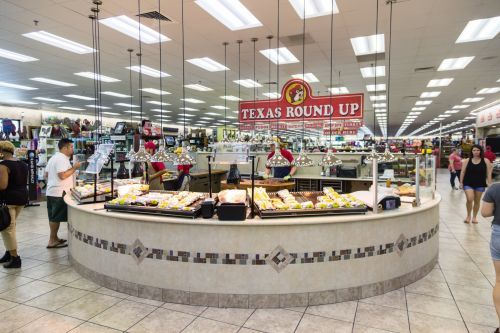 Buc-ee's, the convenience-store chain with a cult following and 'world-famous' bathrooms, is growing outside of Texas for the first time. Here's what its stores are like to visit