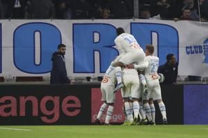 Payet scores 2 as Marseille beats Lyon to move into 2nd spot