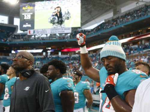 Trump's Twitter fingers, protesters' resolve mean NFL has zero chance of making anthem issue go away