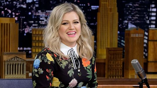 Kelly Clarkson's Talk Show Is Officially Happening - And It Will Take Over Steve Harvey's Series' Time Slot!