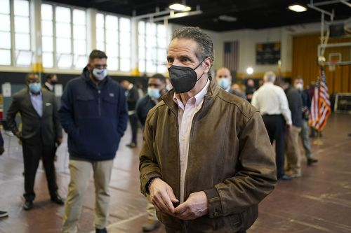 Cuomo ends his year in the limelight by going into hiding