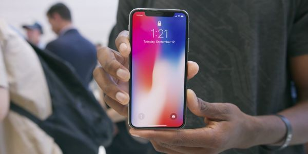 The most bullish Apple analyst says to 'buy into the iPhone 8 gloom and doom ahead of the iPhone X'