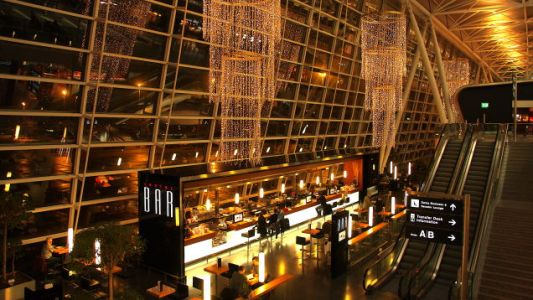 How to Make the Most of Airport Bars