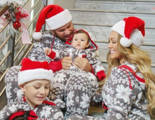 'Jersey Shore' Star Ronnie And His GF Jen Pose For Christmas Pics With Baby Ariana!