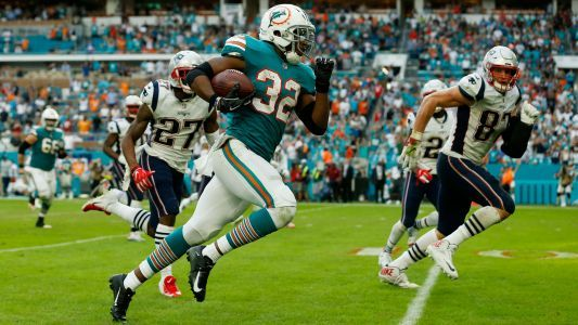 WATCH: Dolphins defeat Patriots on miraculous final play