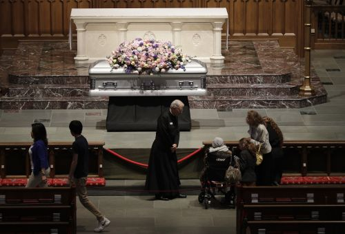 Mourners lining up to pay final respects to Barbara Bush