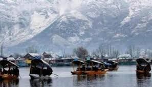 Kashmir witnesses a gradual return of tourists