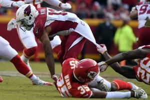 Chiefs' maligned defense shines in victory over Arizona
