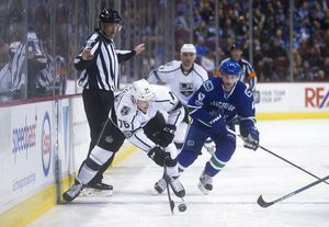 Iginla's 625th goal, Quick's 35 saves get Kings past Canucks