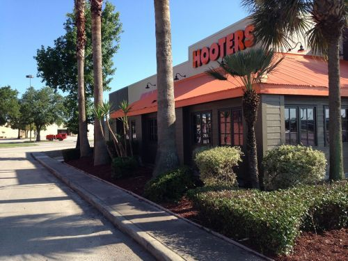 Hooters Opens Newest Location in Baytown, Texas