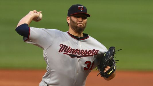 MLB hot stove: Rangers agree to 3-year deal with starter Lance Lynn