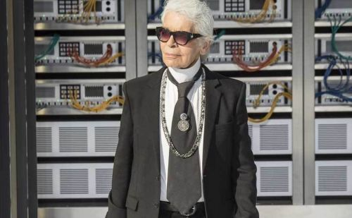 Lagerfeld takes Chanel to beach for his second youth