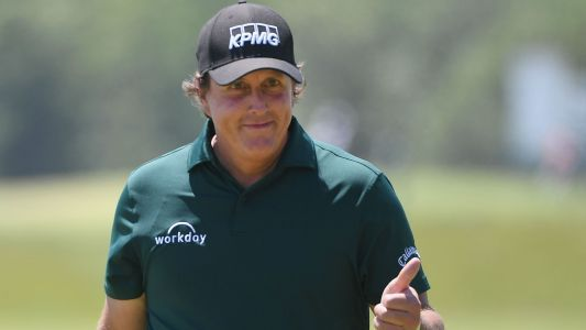 U.S. Open 2018: Watch Phil Mickelson's bizarre putt on the 13th green