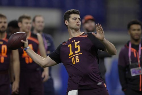 Patriots draft potential heir apparent to Tom Brady