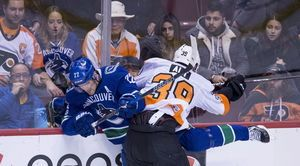 Flyers continue turnaround, defeat Canucks for third straight win