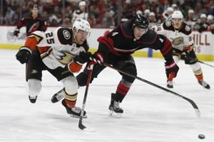 Bruins land Kase by trading Backes, 1st-round pick to Ducks