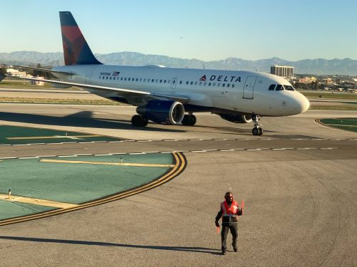 A Delta plane slid off an icy taxiway in Kansas City - here's what happened