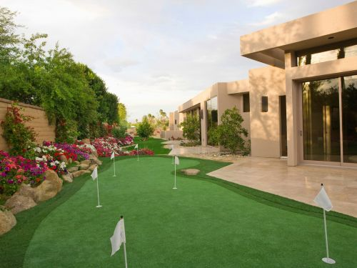 The ultra-wealthy are dropping up to $30,000 on personal golf courses in their backyards, and it's just the latest quarantine home amenity