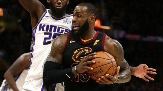 NBA wrap: LeBron James leads Cavs to 13th straight; short-handed Warriors roll Hornets
