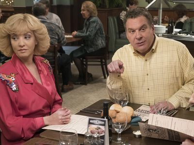'Dinner With the Goldbergs' Is a Masterpiece of Cringe-Comedy