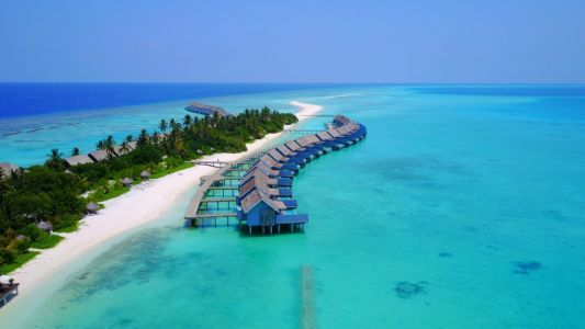 'Hundreds of tourists' cancel bookings to Maldives following emergency