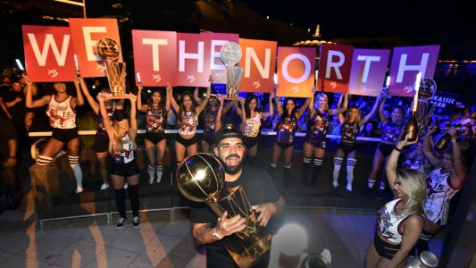 Obviously Drake's plane did victory laps over the Raptors' championship parade