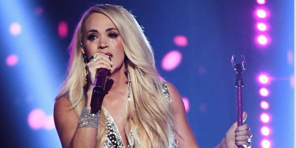 Carrie Underwood performs for the first time since her accident
