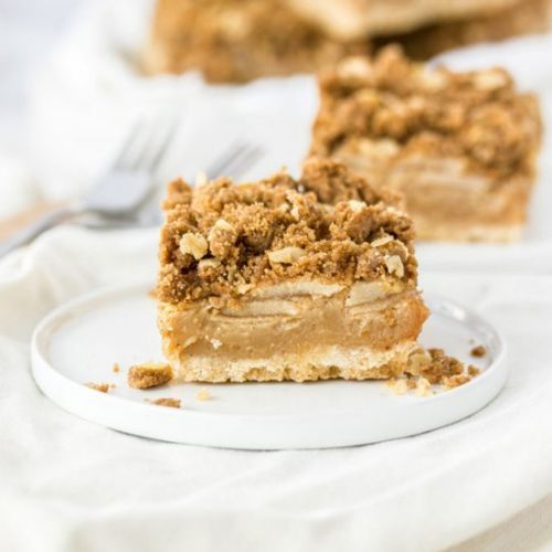 Caramel Apple Bars with Crumble