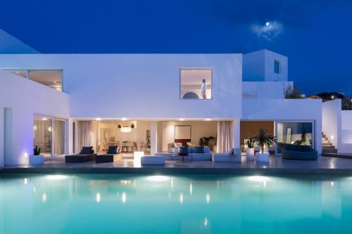 Unwind in True Cycladic Fashion at Oia's Andronis Arcadia