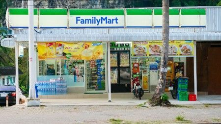 FamilyMart permits Airbnb users to check in at its stores