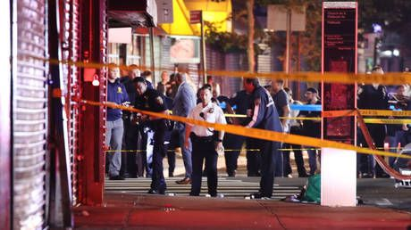 WATCH huge police response in Brooklyn after 2 officers shot, 1 stabbed in the neck