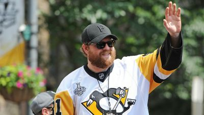 Phil Kessel and his hot dogs deserve your respect
