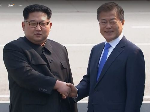Here's the moment Kim Jong Un made history by stepping into South Korea