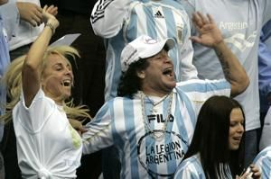 Court says soccer's Maradona can pursue ex-wife case in US