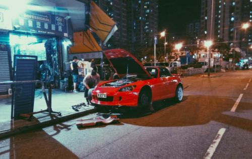 In Hong Kong, repairs-even on expensive cars-often happen curbside